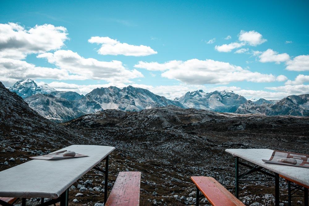 Blick auf die Dolomiten von der Sonnenterasse