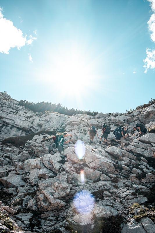 Einige Wanderer die mit uns die Steilwand bewältigen