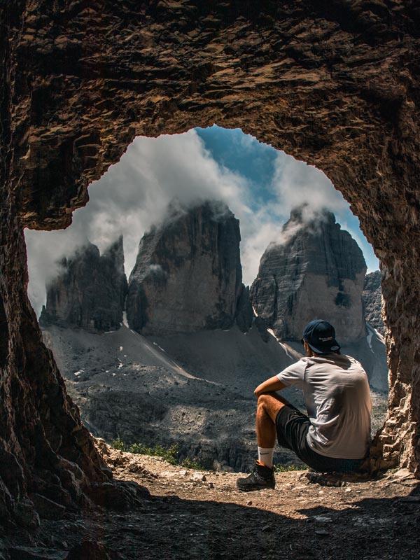 Höhle mit Blick auf die drei Zinnen Fotospot