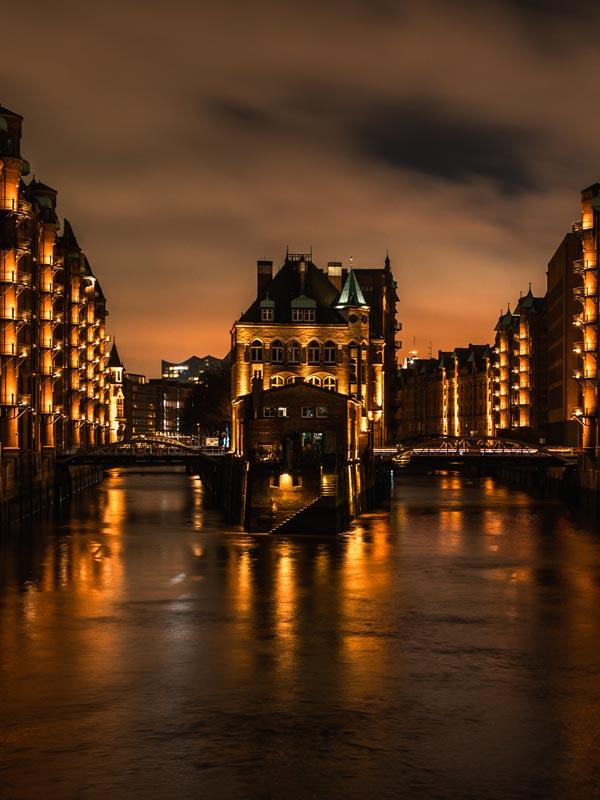 Fotospot am Wasserschloss bei Nacht